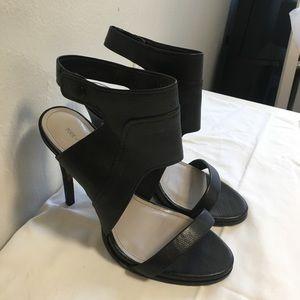 Pour La Victoire Venga Black Ankle Cuff Sandal